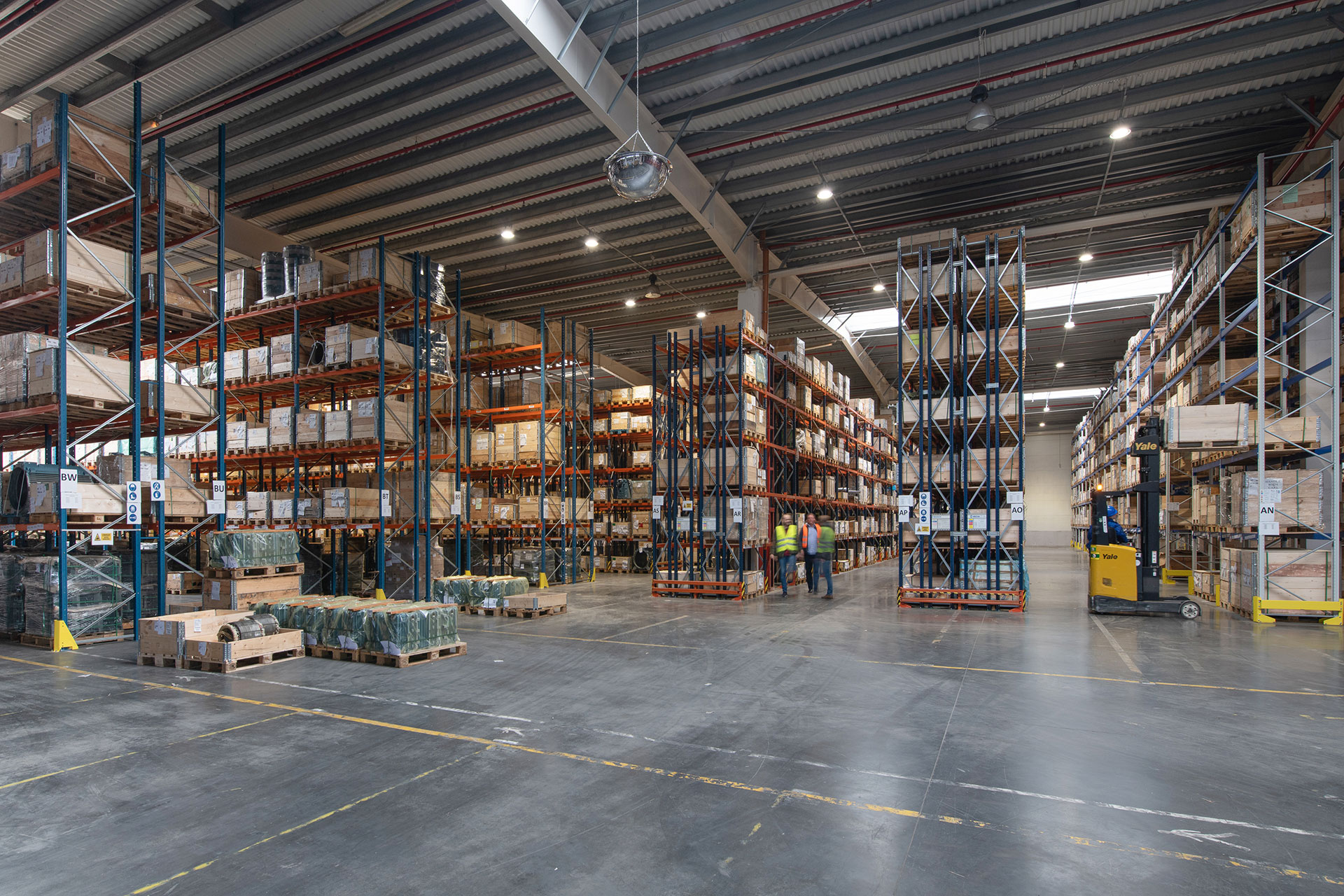 INDU BAY creates a safe and more productive working environment in this busy warehouse